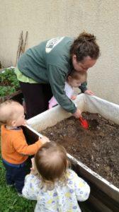 Atelier jardin à la crèche de Chazelles