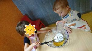 Atelier cuisine avec les enfants de la micro-crèche