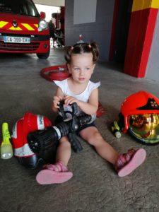 La micro-crèche de Chazelles en visite à la caserne des pompiers